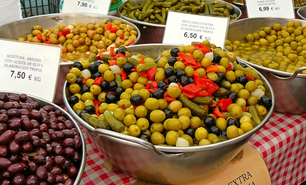 Bowls of olives with price tags