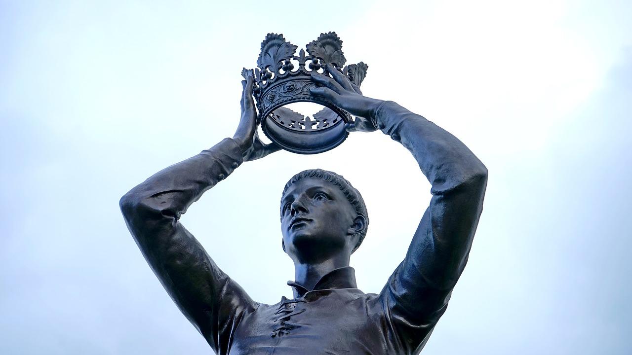 Man crowning himself